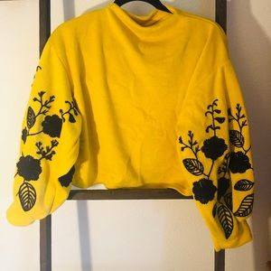 Cropped high neck yellow sweater